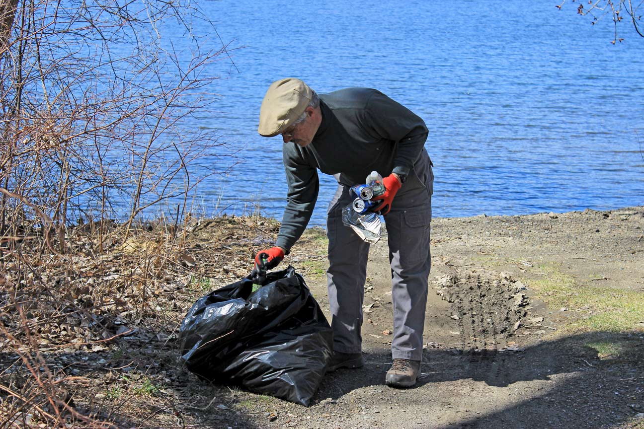 Tomhannock Cleanup 4.25.15 by Trix Niernberger